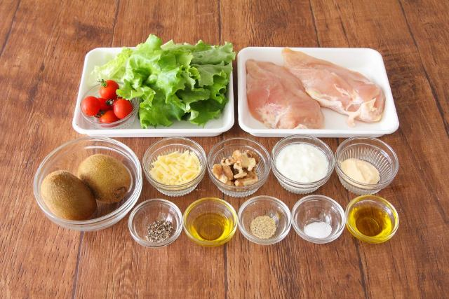 ■これ一皿で大満足! ビタミンたっぷりな「チキンとキウイのおかずサラダ」