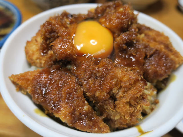 岡山に全国からファンが集結するというソースカツ丼と懐かしの中華そばの聖地がある