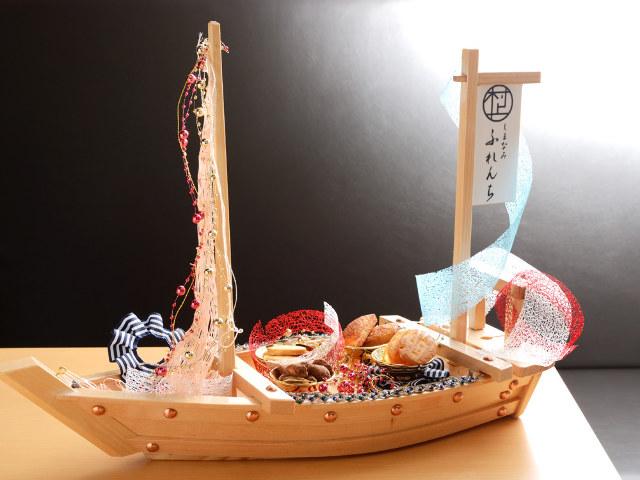 デザートはなんと「お菓子の船」! 味覚のサプライズに驚きが止まらない、極上のフレンチが誕生