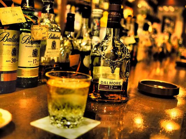 なぜ酒はバーで飲むべきなのか?