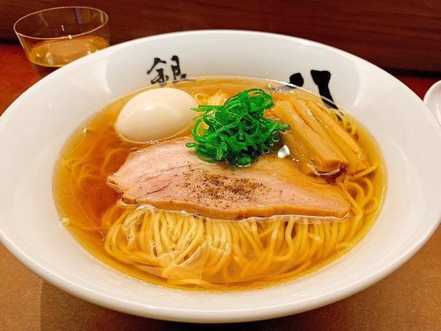 ラーメン『銀座 八五』の究極の一杯は衝撃的な美味しさ! 東京を代表する『八五』が人々を惹きつける理由