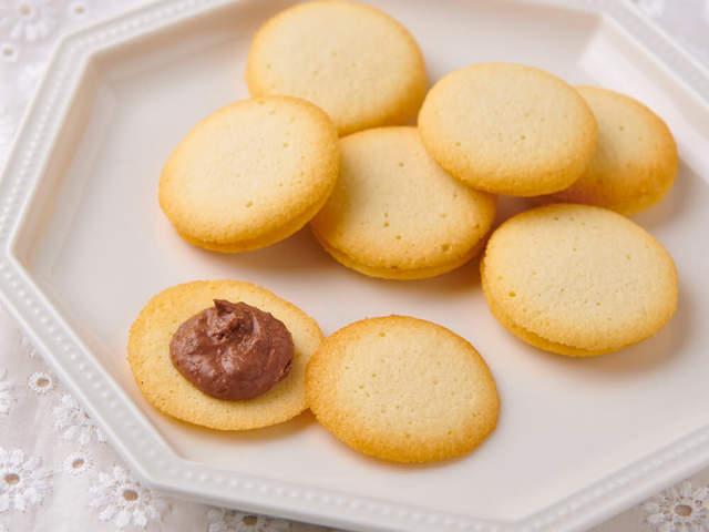 「余った卵白」が本格スイーツに早変わり!洋菓子のプロ直伝、サクッと作れる「ラングドシャ」の簡単レシピ