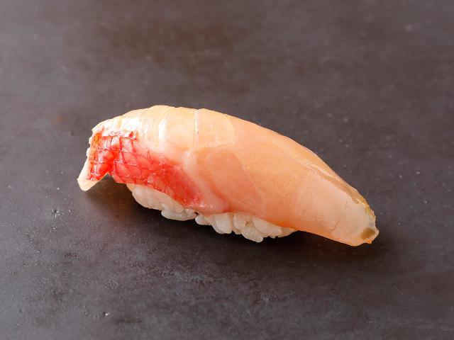 老舗の鮨店なのに夜のおまかせは6,500円! 料理研究家の三代目が握る老舗の町寿司『谷中 松寿司』
