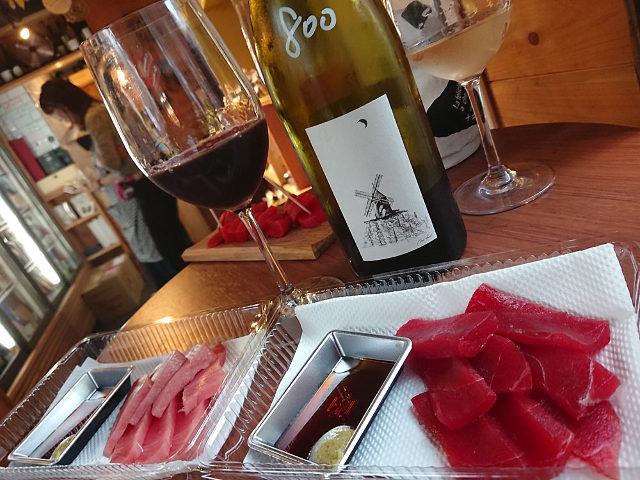 築地で買った食べ物は持ち込み自由! 世界中のナチュラルワインと共に手ごろに楽しめる「ワイン角打ち」