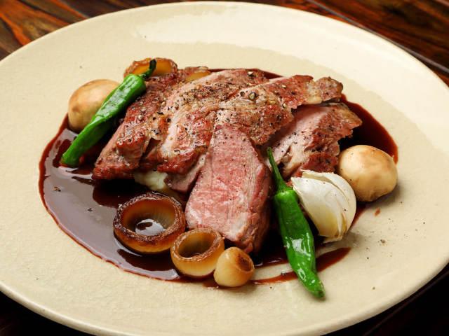 薪焼きブランド豚とパン食べ放題が最高! いま話題の「薪焼き料理」が楽しめるフレンチ食堂