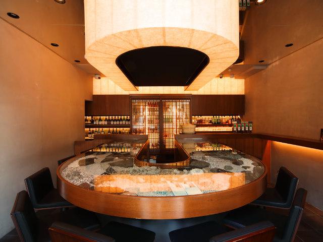 「人生を変える世界のトップレストラン10」に選ばれた、名シェフが手がける『TAKAZAWABAR』