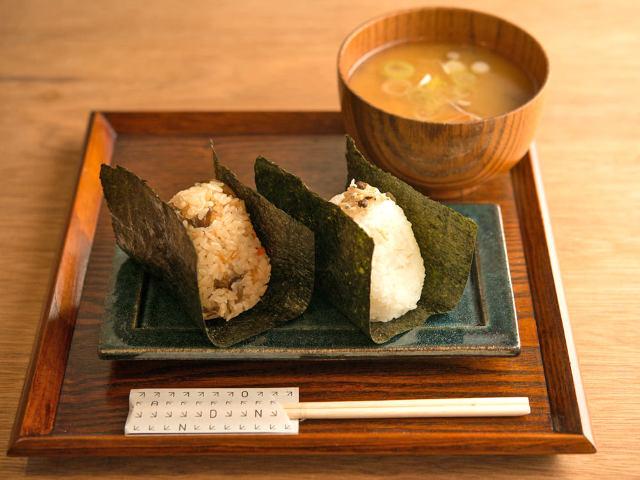 ふんわり握りたての「おむすび」と日本酒が楽しめる! 新感覚の「立ち飲みスタンド」が日本橋に誕生