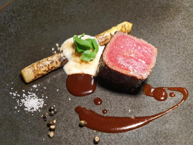 【西麻布】幻の「赤身肉」がウマすぎる!肉マイスターが惚れこんだ、東京屈指の「フュージョンレストラン」
