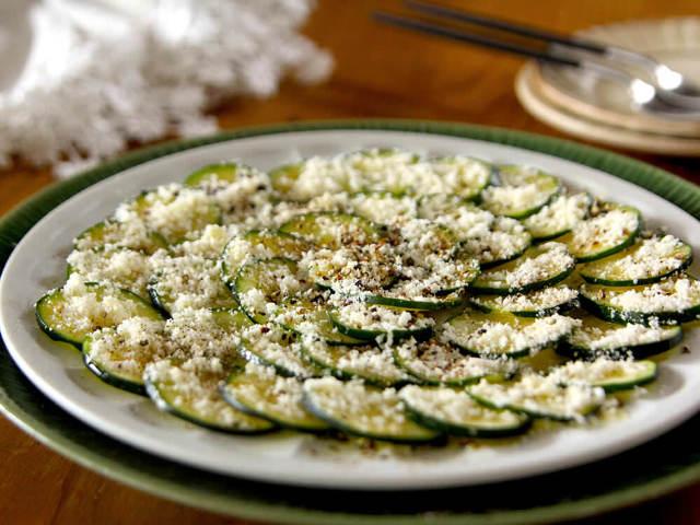 旬のズッキーニを大活用!フライドズッキーニやカルパッチョなど、夏のおつまみにオススメの簡単レシピ3選