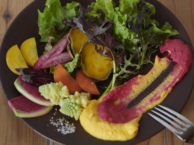 農場から食卓へ。身体にいい自然な食材を! 神田にオープンした『サスティナブルキッチン ROSY』