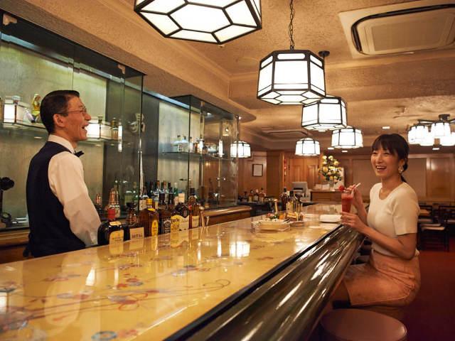 【ツウしか知らない!】新宿のど真ん中で見つけた昭和な空間でイキな料理と酒を味わう