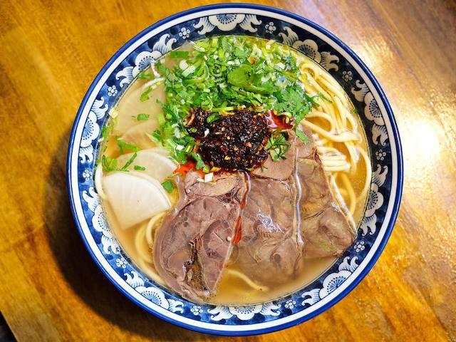 美しい手延べ麺と薬膳スープで中毒必至、中国の有名ラーメン店『金味徳』が東京・六本木に上陸
