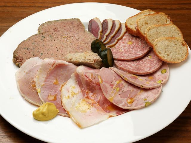 自家製「シャルキュトリー」が超おいしい! フランス郷土料理を思う存分味わえる『ビストロ トポロジー』
