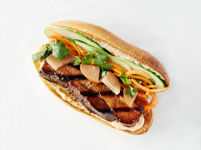 カンボジアの「ヌンパンサンドイッチ」にハマる人続出!高級フレンチ出身シェフのファストフード店が大人気