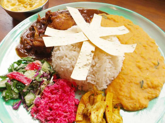 豪快に混ぜて食べる「スリランカカレー」がブームに! 五感で味わう巧みなスパイス使いを堪能