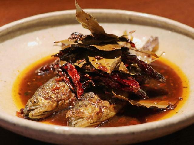 グルメ界をにぎわす新宿・荒木町『南三』。唯一無二の「マニアック中華」をまた食べたくなるのはなぜか