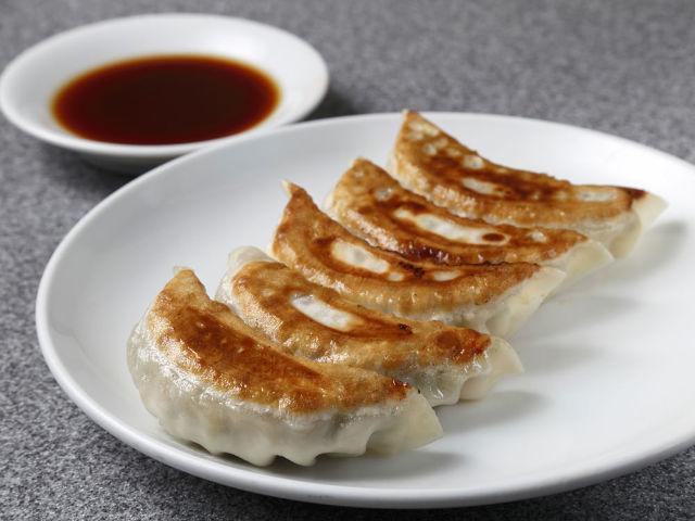 渋谷・百軒店の超名店『喜楽』、ニンニクの効いた「焼き餃子」&「もやしワンタン麺」がうますぎる