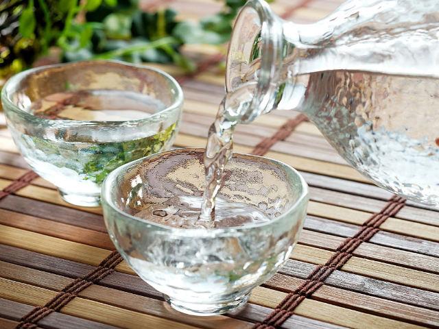 日本酒っていつから飲まれているの? 一升瓶で売られているのはなぜ? 日本酒のおもしろい歴史の話