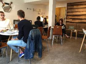 やっと美味しいコーヒーが飲めるようになったパリのプティカフェ