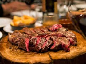 牛塊肉ではじまり、鶏、ワイン、そしてウイスキーな福岡の夜