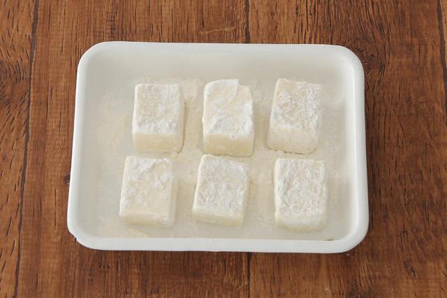 【point2】薄力粉と片栗粉は、1:1の割合で。