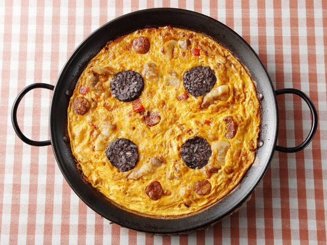 他ではなかなかお目にかかれない、本場スペインで愛される「パエリアの卵とじ」