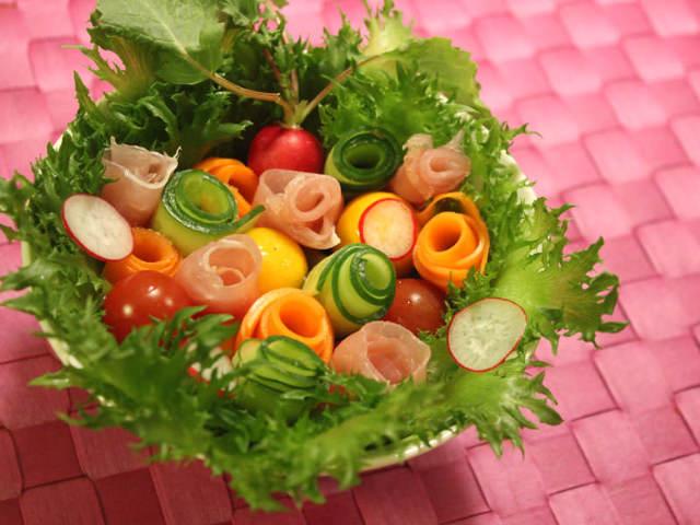 """食べられる花束!? 特別な日の食事を華やかに彩る""""ブーケサラダ""""が話題沸騰"""