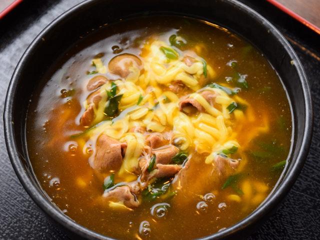 究極の「チーズ肉カレーうどん」がついに東京に! 老舗の味を継ぐ「カレーうどん店」の正体