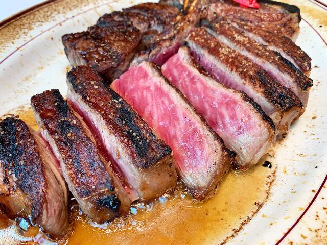 人気ステーキハウス『ウルフギャング』がさらに進化!限定メニューはブランド初の和牛熟成肉「熊本あか牛」