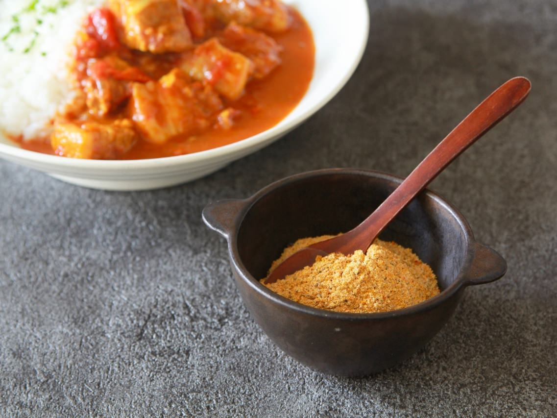 自家製「カレーフレーク」をグルテンフリーで!5分でできる簡単調味料とアレンジレシピ【管理栄養士監修】